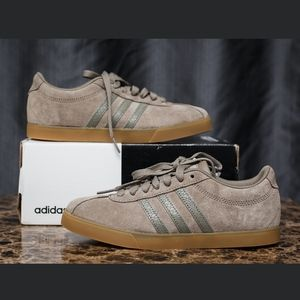 ADIDAS / WOMENS TAUPE COURTSET SIZE 6